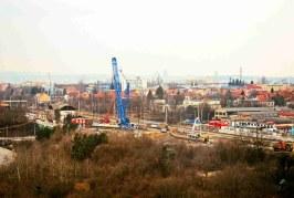 Průběh demontáže mostu přes Průmyslovou v Praze-Hostivaři