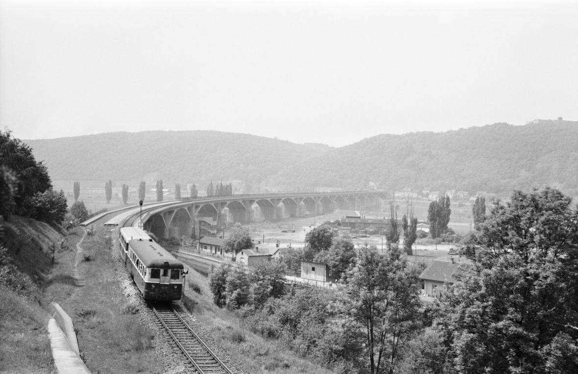 Udolni_most_pres_Vltavu_v_Braniku_1964