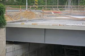 Praha-Hostivař - spouštění mostu přes Průmyslovou 25.5.2015