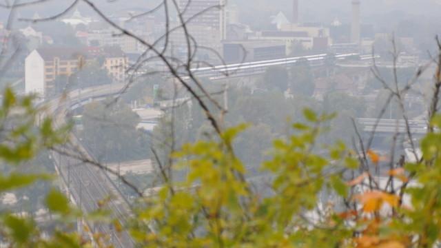 Most přes Argentinskou a přes Vltavu k Bílé skále (pohled z Bílé skály)